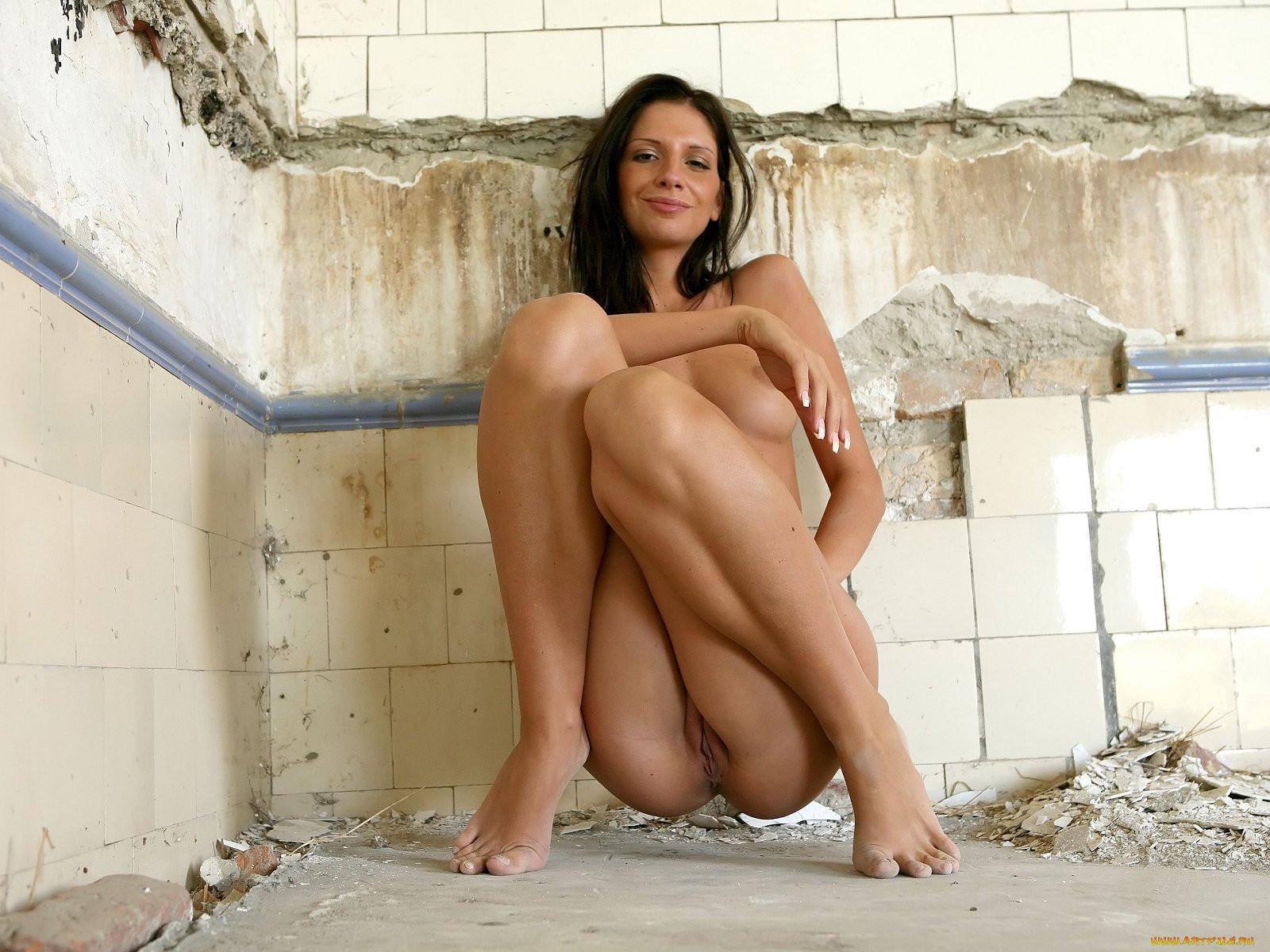 Порно фото на корточках фото 273-535